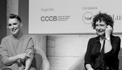 De izquierda a derecha, Bel Olid y Jeanette Winterson, en el diálogo en el CCCB